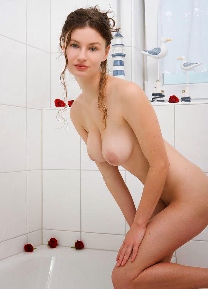 Busty Skinny Teen Nude