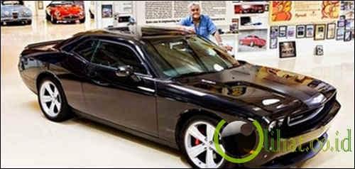 Dodge Challenger SRT 8 - Jay Leno