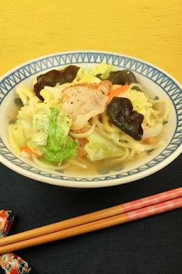 しゃきしゃき野菜たっぷりのタンメンスープにあの調味料でお店の味!