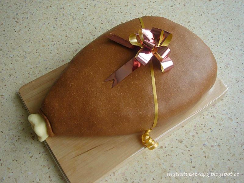 3D potahovaný dort ve tvaru kýty na svatební hostinu