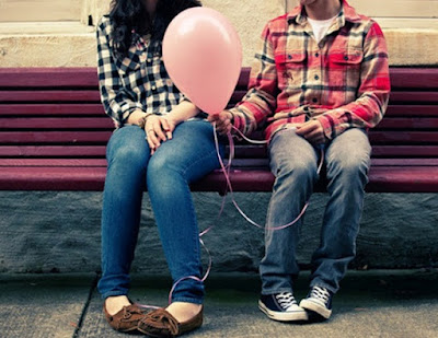 cara mengetahui seseorang menyukai kita dari tatapan mata,cara mengetahui seseorang mencintai kita tapi dia cuek,cara membuat seseorang menyukai kita,