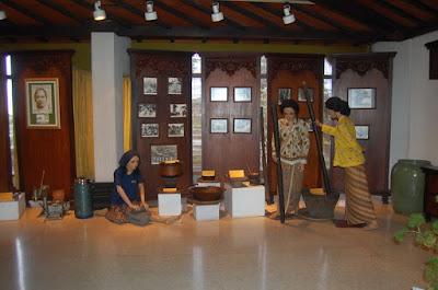 akcayatour, Museum Jamu Nyonya Meneer, travel malang semarang, travel semarang malang, Wisata Semarang