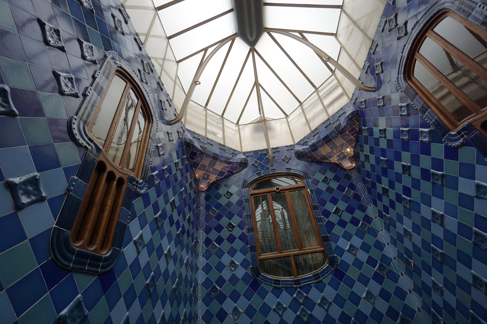 カサ・バトリョ(Casa Batlló) 吹き抜け部分の上部