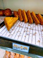 三角揚げみたいなカレーパン
