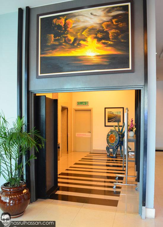 Ruang legar hotel holiday villa kota bharu