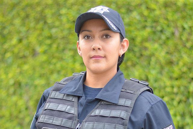 Mujer policía salva la vida a BB