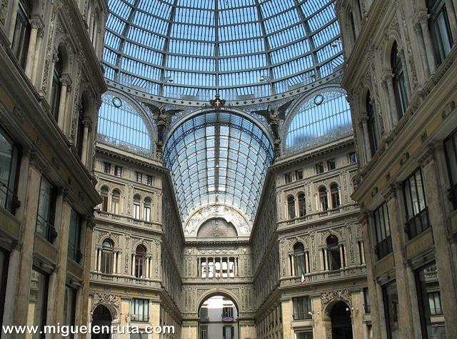 Galería-Umberto-i-fachada-interior
