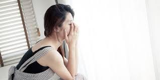 Kemaluan wanita setelah kencing meneteskan lendir dan nanah
