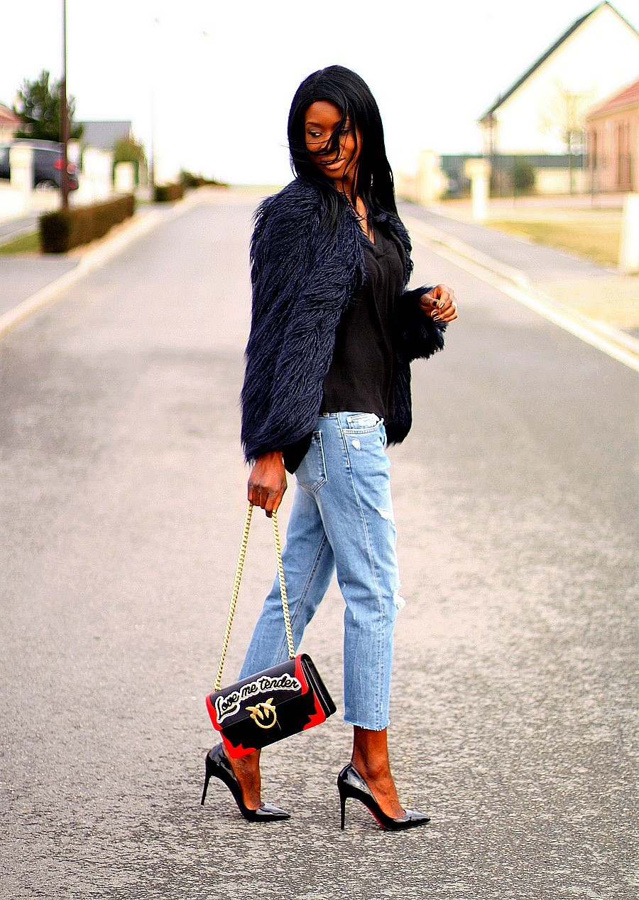 look-du-jour-louboutin-pigalle-sac-pinko-love-manteau-fausse-fourrure-zara-jeans-dechire