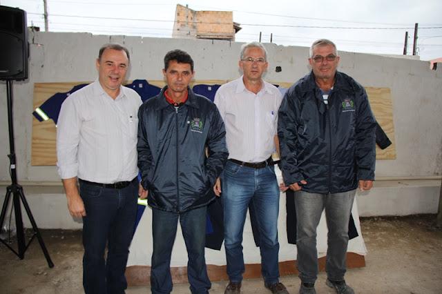 Prefeitura de Registro-SP entrega uniformes para funcionários de Serviços Municipais