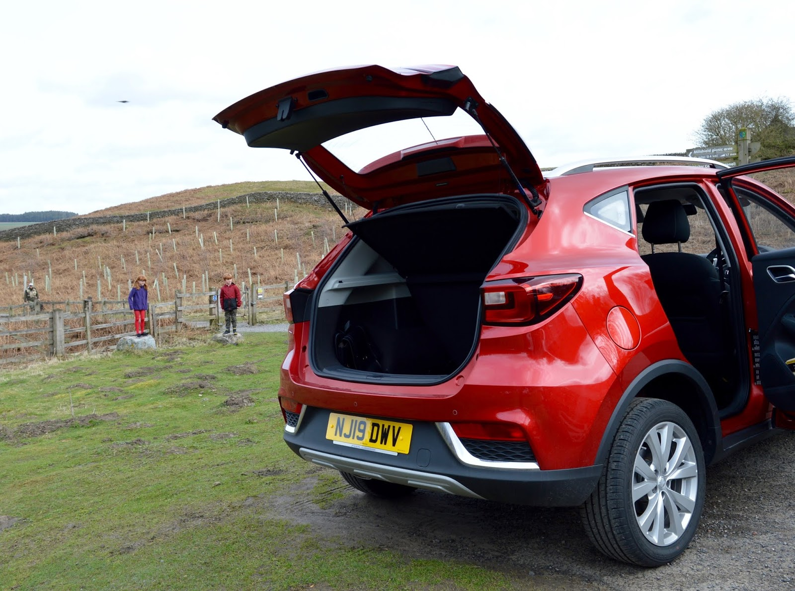 MG ZS 1.5 Excite Review | A New Compact SUV for less than £13,000 - boot space