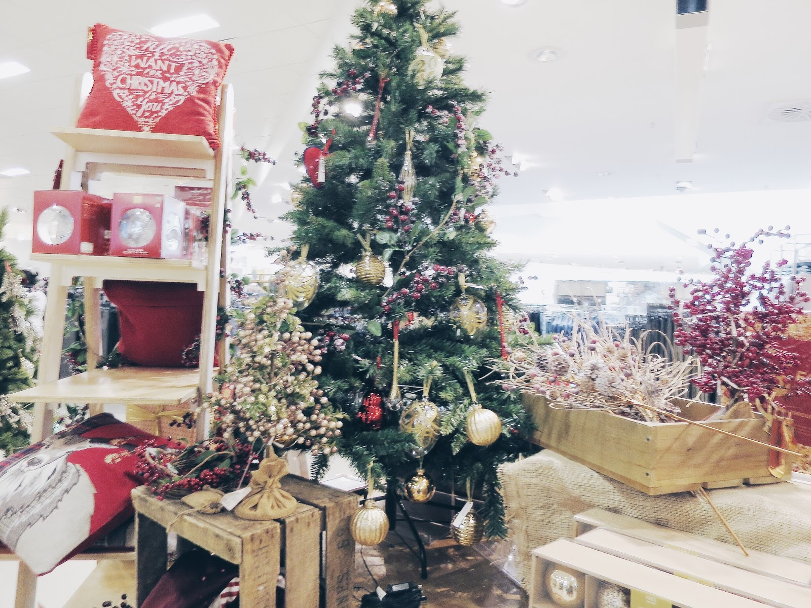 Christmas, Christmas gift guide, what to buy people at christmas, west quay, christmas shopping, Lifestyle, gift guide, winter,