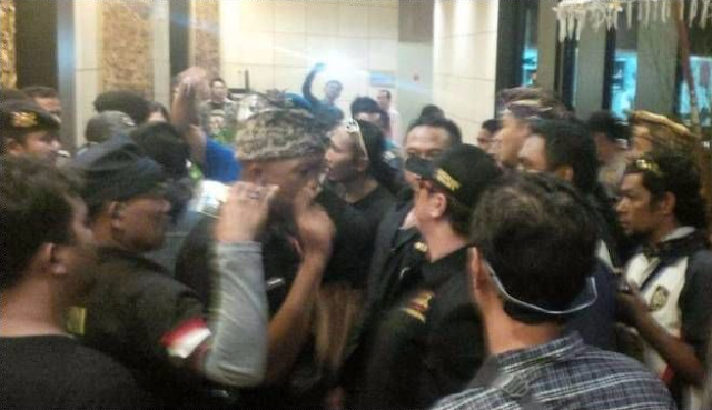 Astagfirullah..!! Ustadz Abdul Somad Mau Dakwah di Bali, Ee.. Malah Ditolak Ormas dan Dikepung di Aston