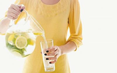 8 Alasan Air Lemon Penting Bila Diminum Setiap Hari
