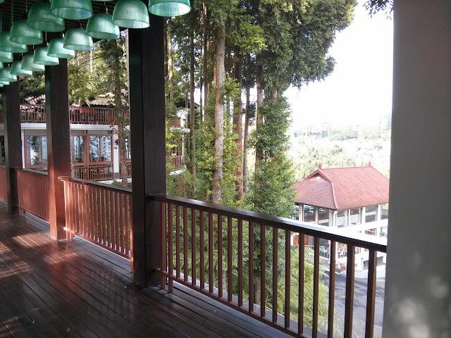 Puncak Escape : The GrandHill  Bistro-Café & Resort-Hotel