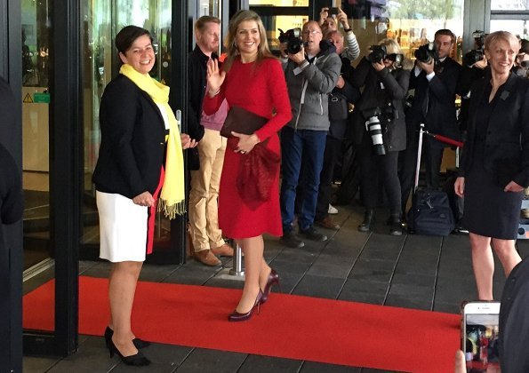 Queen Maxima wore Dolce and Gabbana Dress. Teacher Education for Primary Education as the honorary president of Klas de Meer Muziek