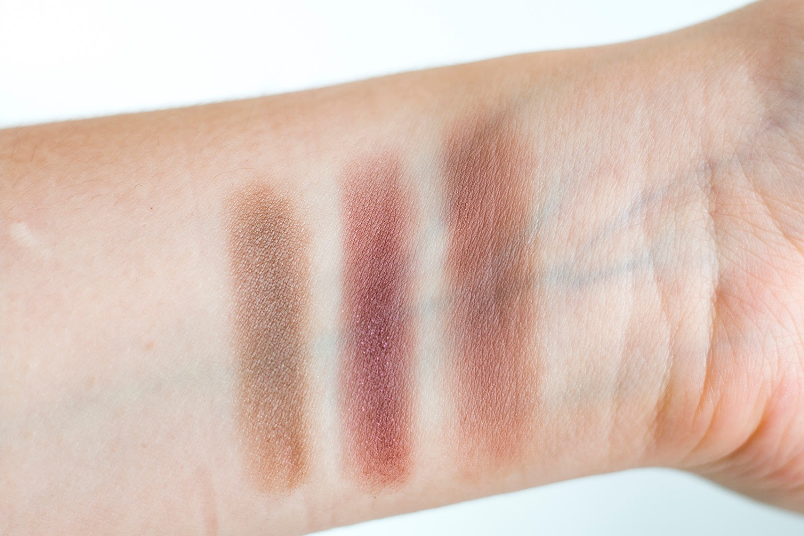 Jane Iredale PurePressed Eye Shadow Triple in Soft Kiss swatches