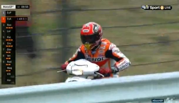 Kualifikasi Terjatuh, Ini Video Marquez Diselamatkan Skuter