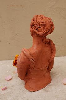lady, woman, art, arte, sarah, myers, sculpture, escultura, kunst, skulptur, scultura, terracotta, figurative, bouquet, autumn, flowers, ringlets, red, clay, marigolds, rose, ceramic, ceramica, contemporary, beautiful, arrangement, bowl, dish, decor, deco