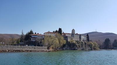 monastero di St Naum visto dal lago