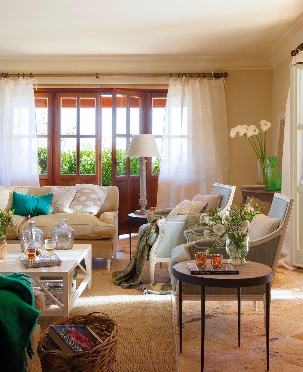 Rustic cu accente clasic și o amenajare proaspătă într-o vilă din Spania