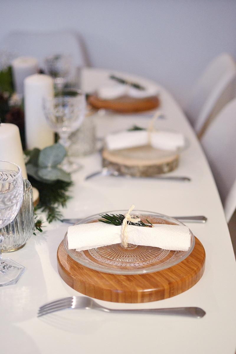 assiette bambou Hema, assiette en verre maisons du monde, verre a vin Villeroy et boch