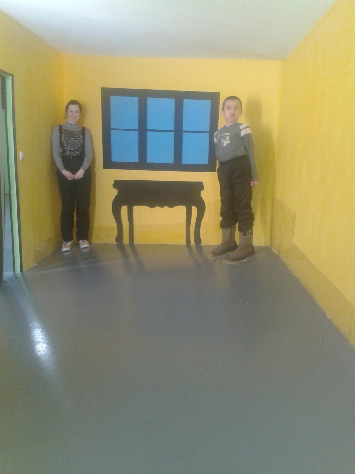 Комната с перевернутой мебелью кухни русская сантехника