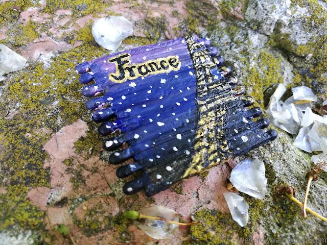 magnes z widokiem nocnego Paryża