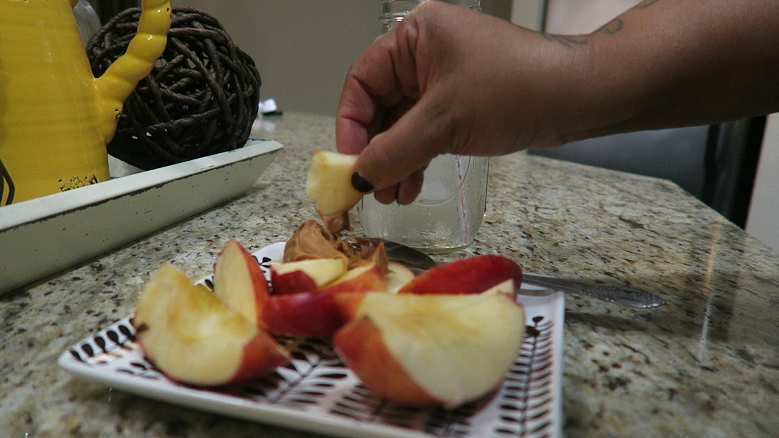 Image: Woman eating apples and sharing her pre workout meal in the mornings.
