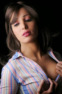 Ruby Ahmed | Hot Indian Model Exposing Cleavage