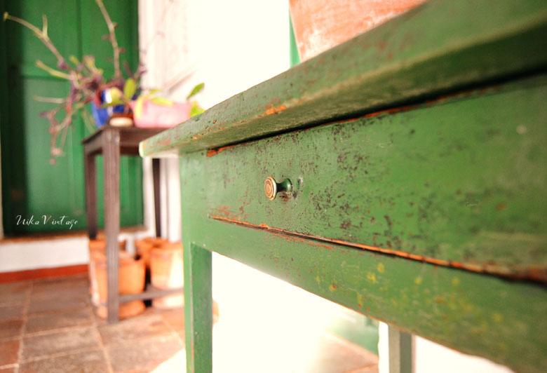 Recuperamos una mesa tocinera pintada de verde, en este antes y después intentaré respetar y resaltar ese tono verde