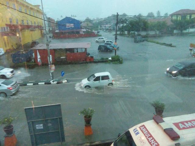 tips pemanduan ketika mengharungi banjir