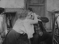 """Кадр из фильма Чарли Чаплина """"Скиталец"""" (1916) - 20"""