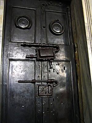 Η πόρτα που οδηγεί στο Santa Sanctorum.