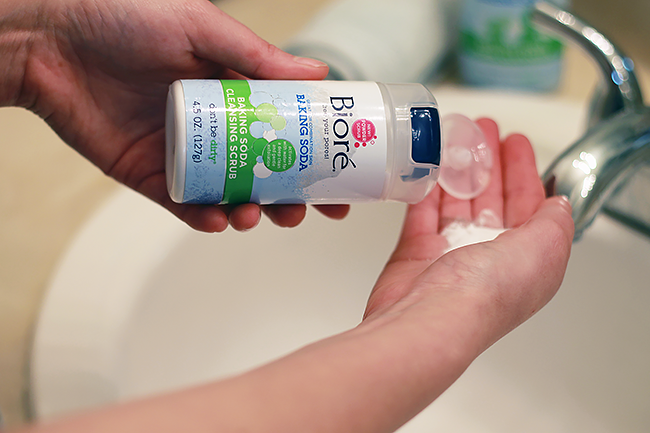 Pore cleansing regimen with Bioré Baking Soda Cleansing Scrub