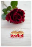 boucles d'oreilles estampes dorées et perles bordeaux à facettes