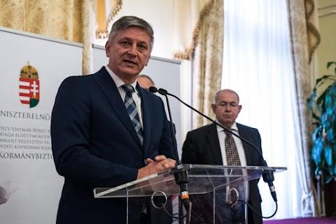 Nagy értékű inzulinszállítmányt adott át Grezsa István Kárpátalján
