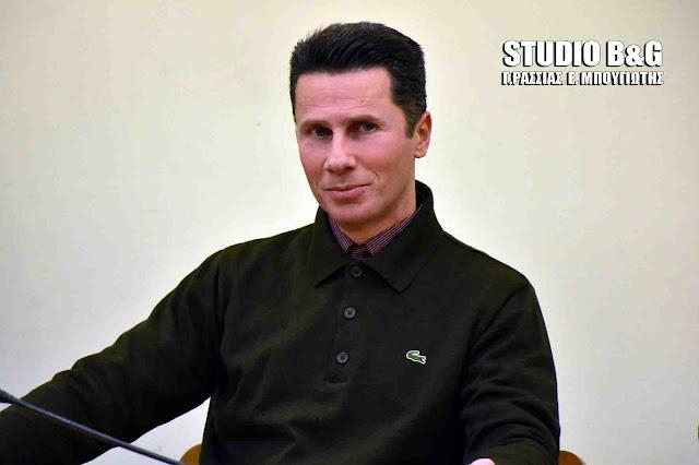 Ο Γραμματικόπουλος ζήτησε να ανακληθεί η φερόμενη ως έχουσα άμεση σχέση με τον Σώρρα απόφαση του Δημοτ.Συμβουλίου αλλά ο Κωστούρος αρνήθηκε