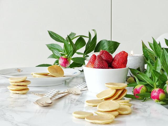 Mini-Pfannkuchen süß belegt als Party- und Finger-Food | 12 Nachmach-Tipps und DIY-Ideen im Juni | www.mammilade.blogspot.de