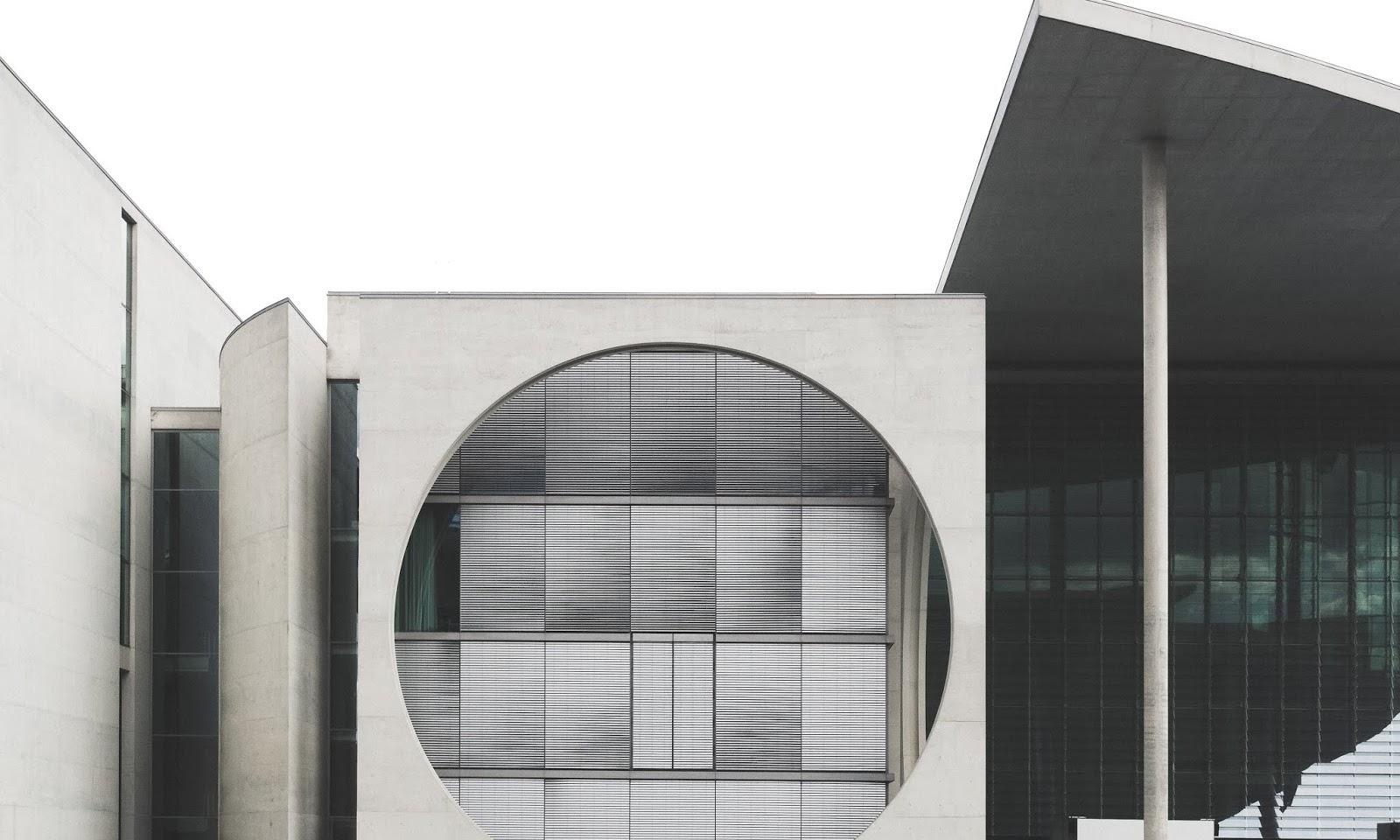 NAJCIEKAWSZE BUDYNKI WSPÓŁCZESNEJ ARCHITEKTURY W BERLINIE