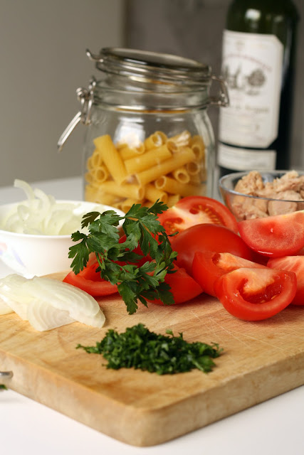 Pasta sa tunjevinom i paradajzom