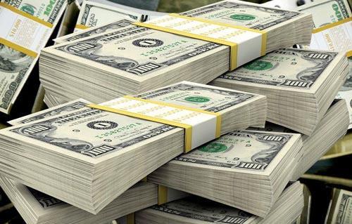سعر الدولار يرتفع مع تفاقم خسائر أسواق الأسهم العالمية