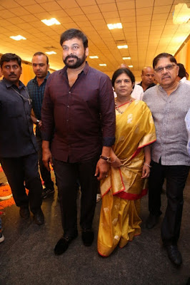 Chiranjeevi-with-wife-surekha-in-Shyam-Prasad-Reddy-Daughter-Wedding