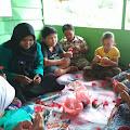 Pelatihan Menganyam dan Kreasi Bunga Hidupkan Kreativitas Ibu-ibu Gampong Sintep