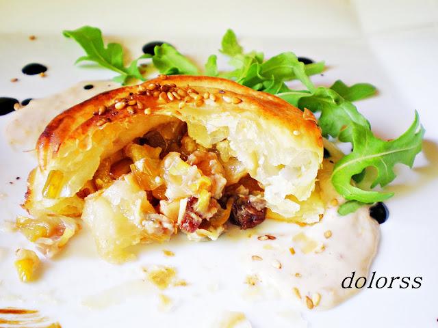 Hojaldre de puerros, pera y gorgonzola con su salsa de Blogdecuina.blogspot.com.es