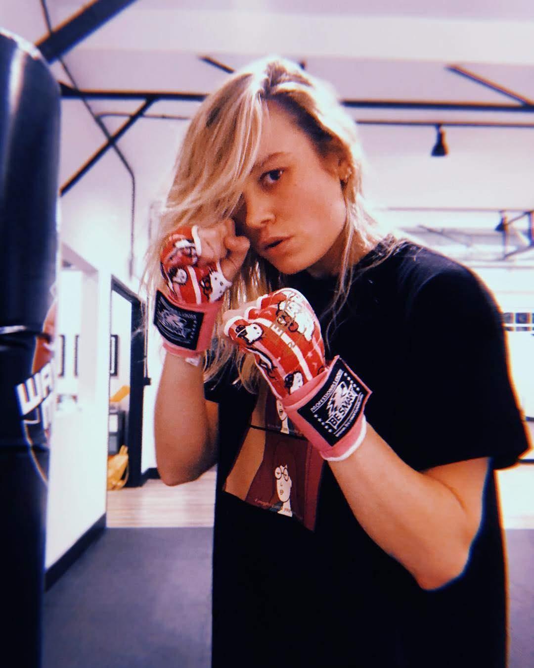 Brie Larson into the Spider-Verse : オスカー女優のブリー・ラーソンが、アベンジャーズ最強のキャプテン・マーベルのみならず、さらにスパイダー・ピープルの役も狙っているらしいことを明らかにしてくれた特訓ビデオ ? !