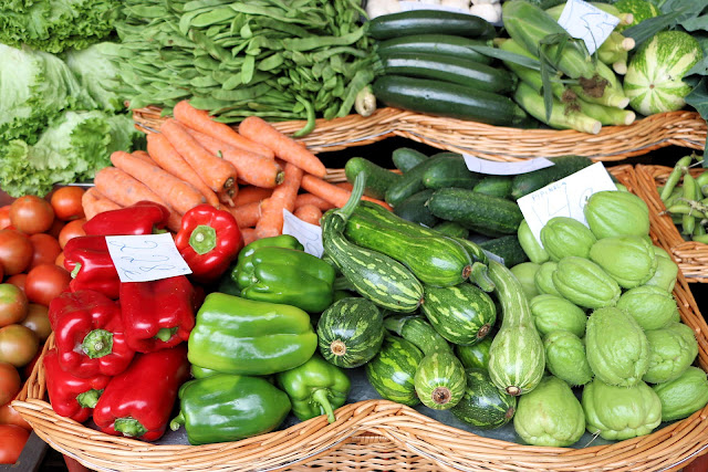 Mercado dos Lavradores, Funchal, Madeira, Fruchtgemüse (C) JUREBU