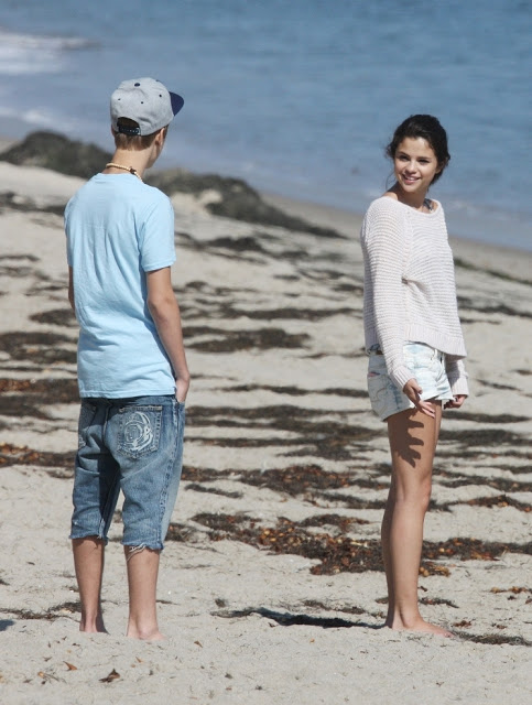 Simply justin bieber and selena gomez kissing think