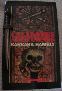 Portada del libro Cazadores nocturnos, de Barbara Hambly
