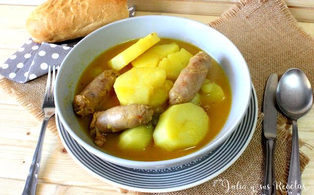 Patatas guisadas con salchichas. Julia y sus recetas
